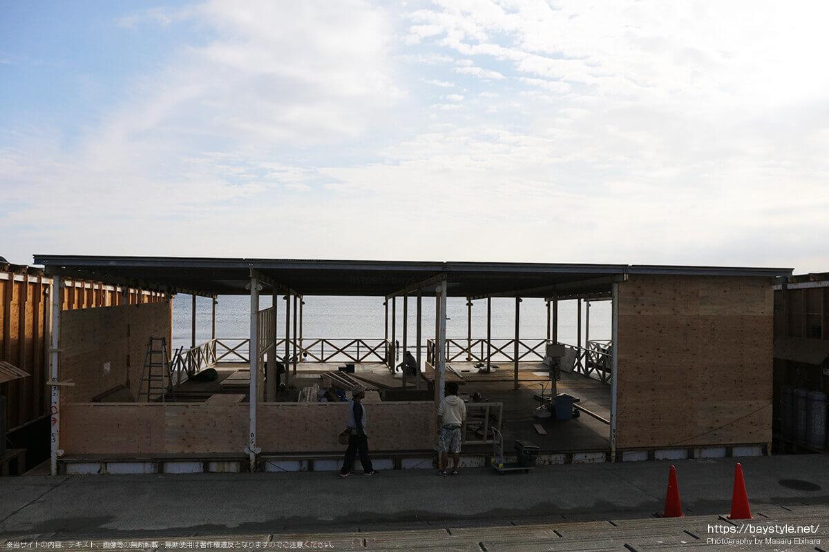 建設中の片瀬西浜海水浴場の海の家(2019年7月10日時点)