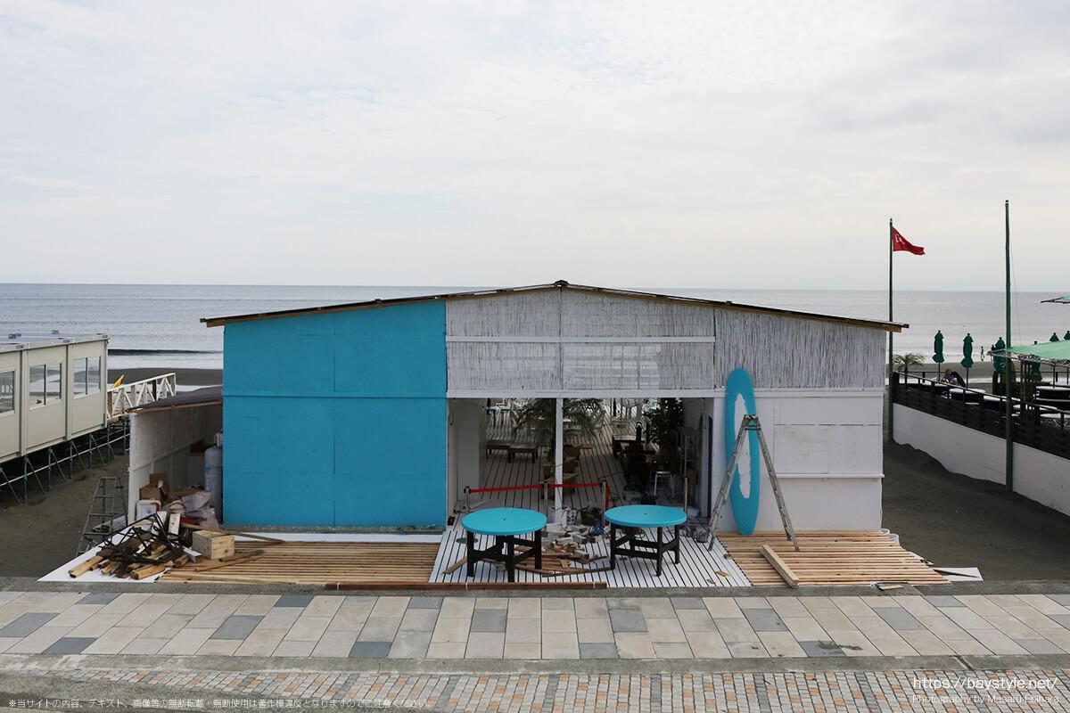 建設中の鵠沼海水浴場の海の家(2019年7月10日時点)