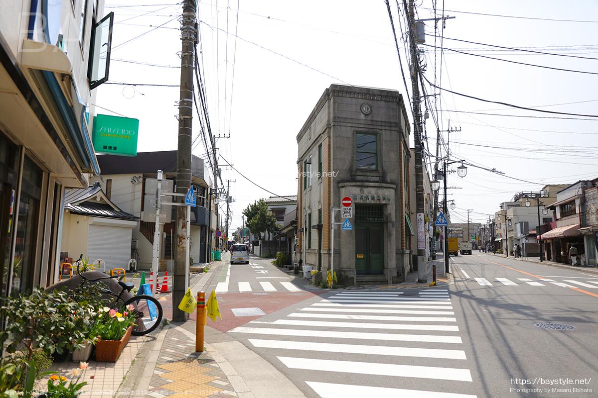 六地蔵の交差点を和田塚駅方面へと進む