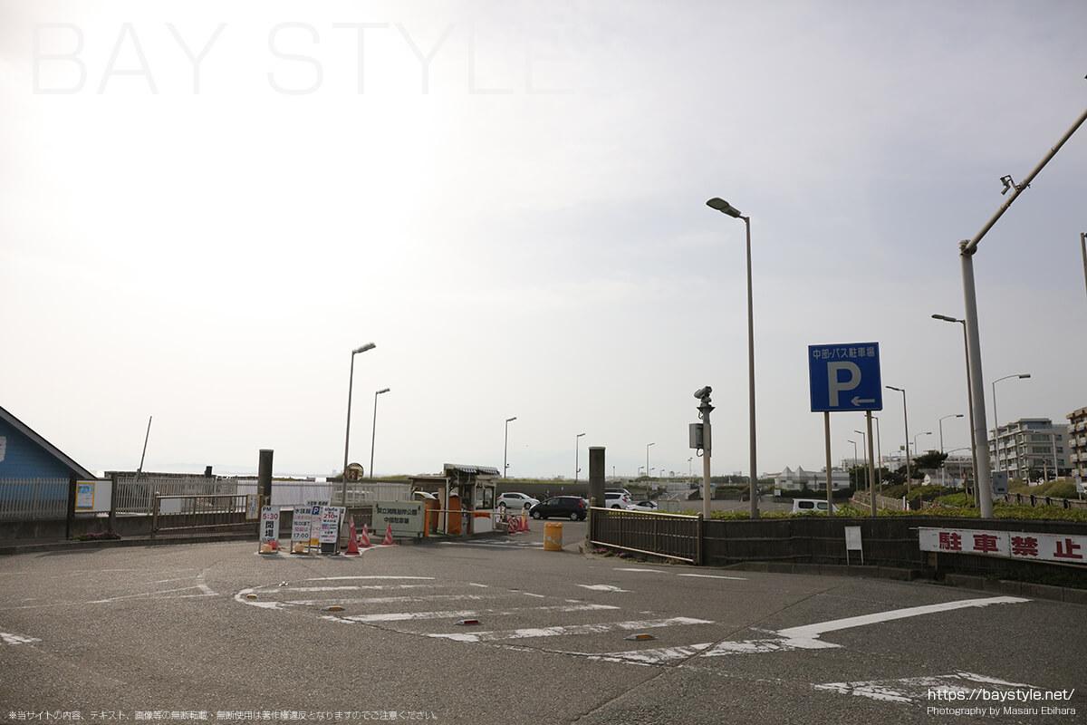 バス駐車場入口