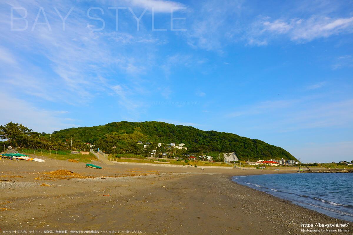 大浜海岸から、神奈川県立葉山公園方面を眺めた景色