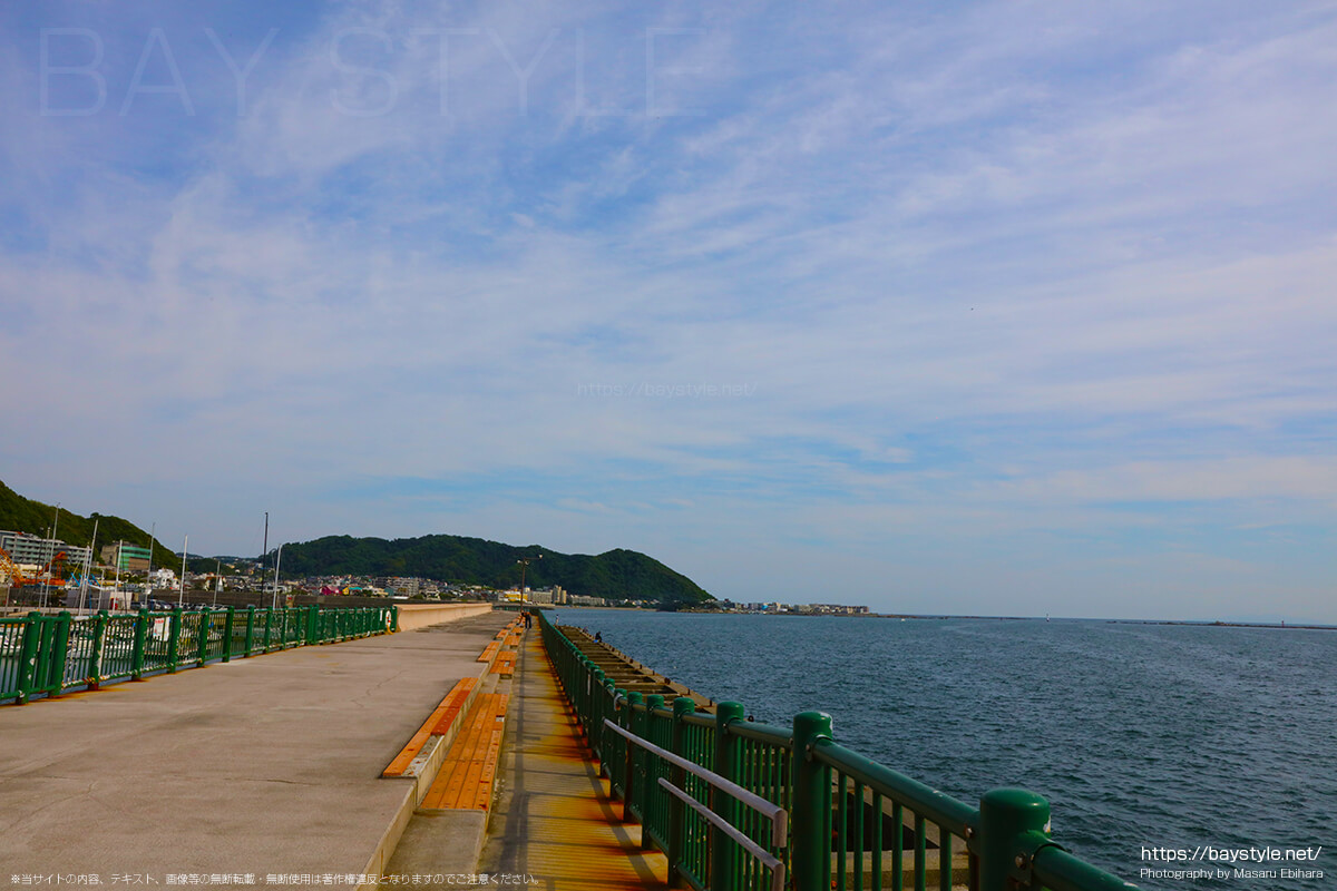 葉山港の防波堤