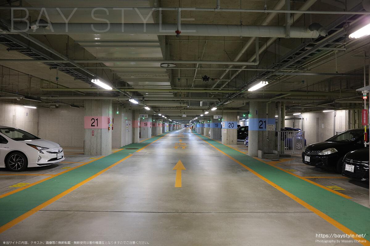 片瀬西浜海水浴場方面の駐車場
