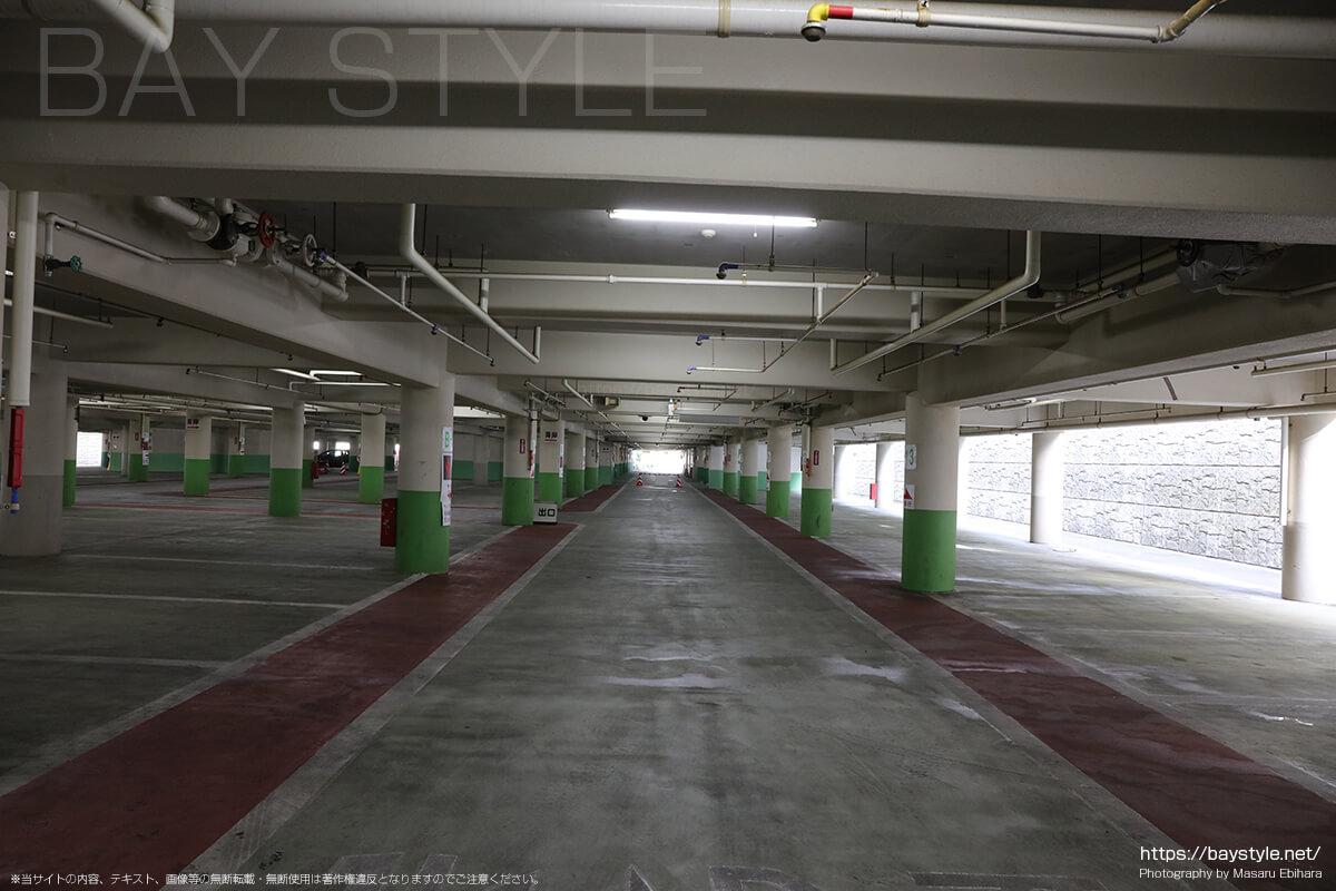 西部駐車場内部