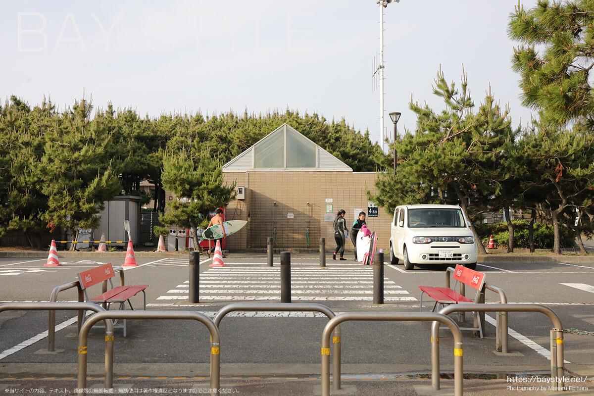サーフビレッジ駐車場(緑陰広場駐車場)シャワースペース