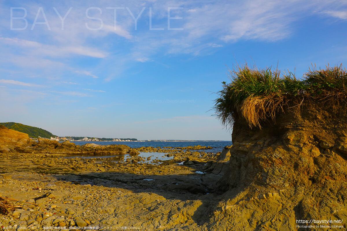 長者ヶ崎海水浴場の岬から眺める三浦方面の景色