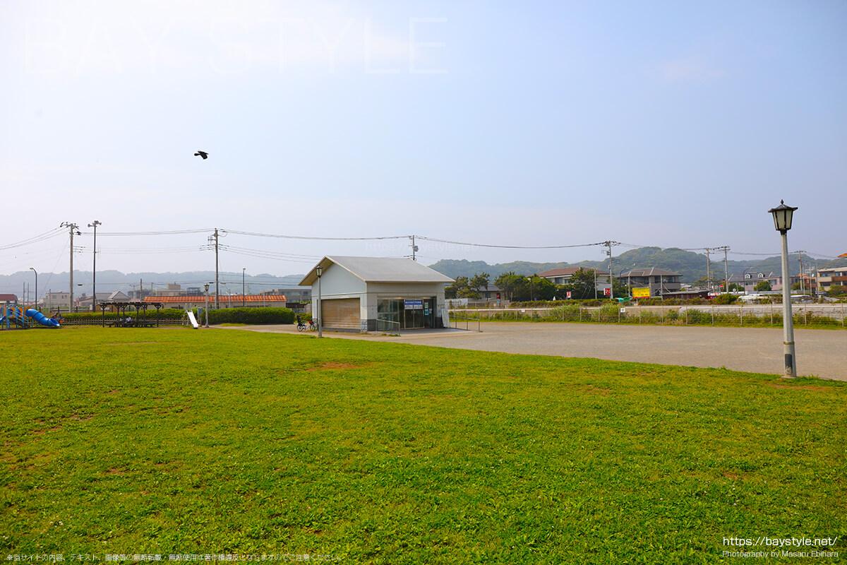鎌倉由比ヶ浜地下駐車場の入口