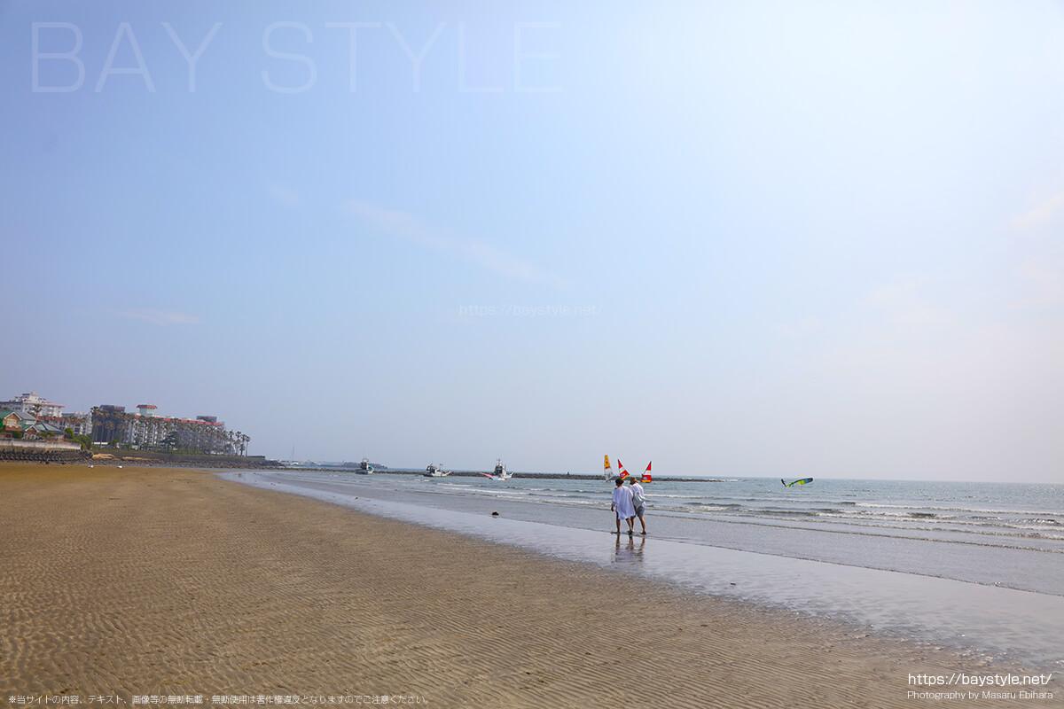 干潮時の材木座海岸の砂浜