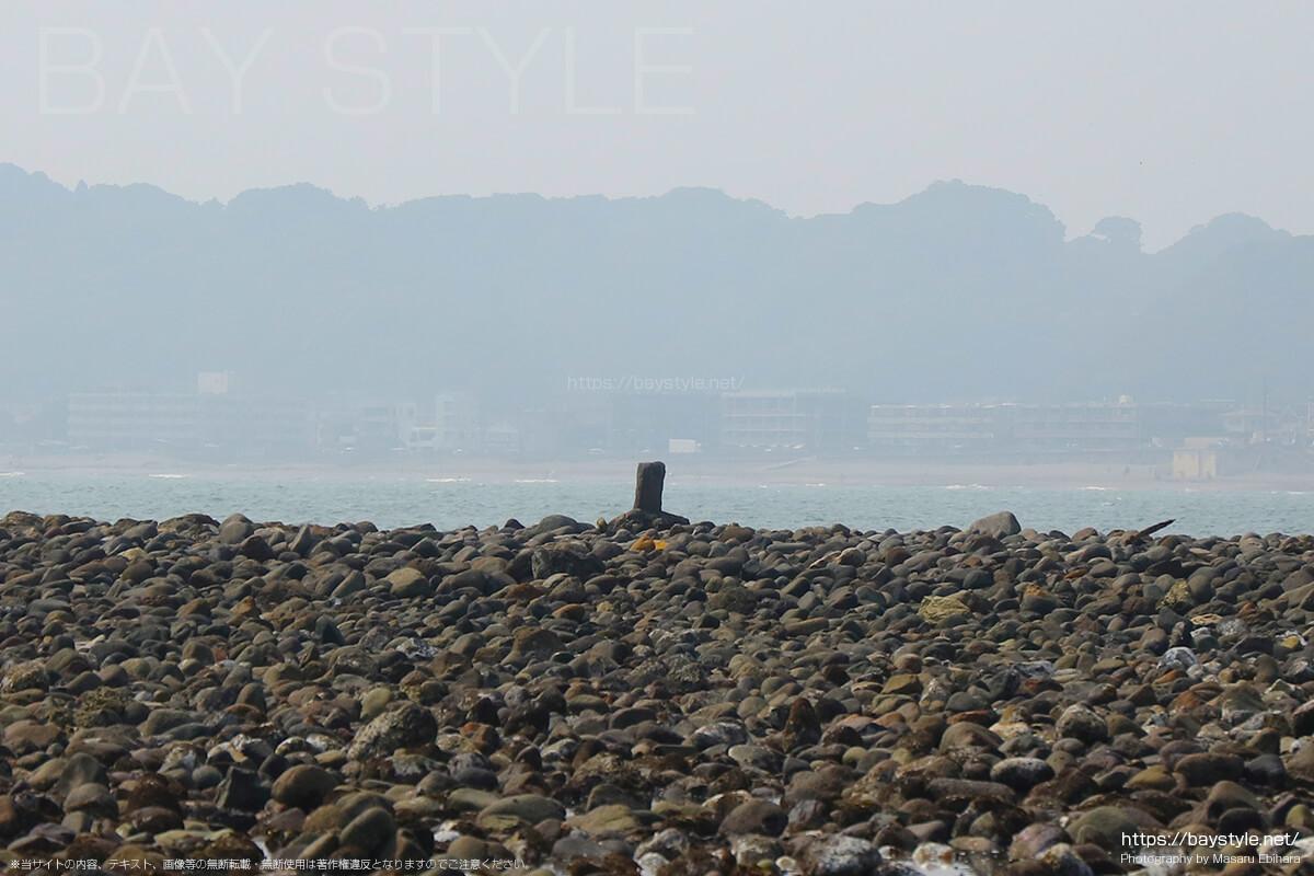 材木座海岸の和賀江島