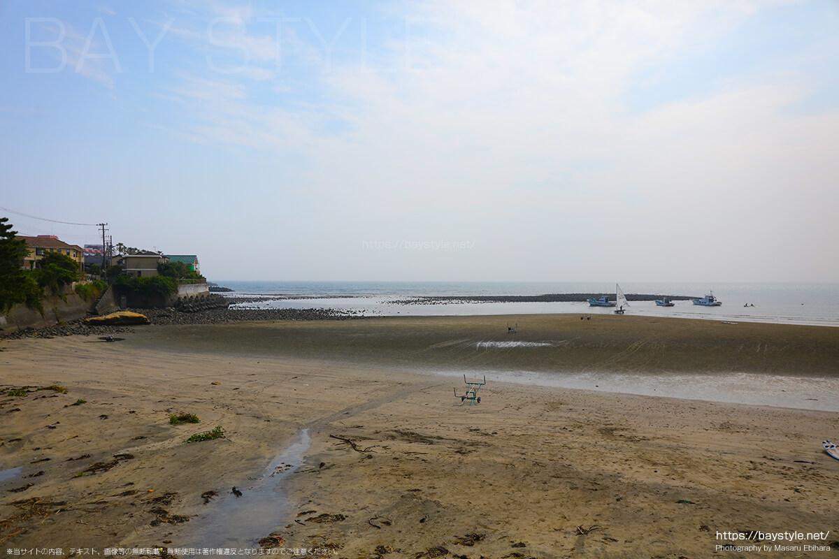 干潮時の材木座海岸