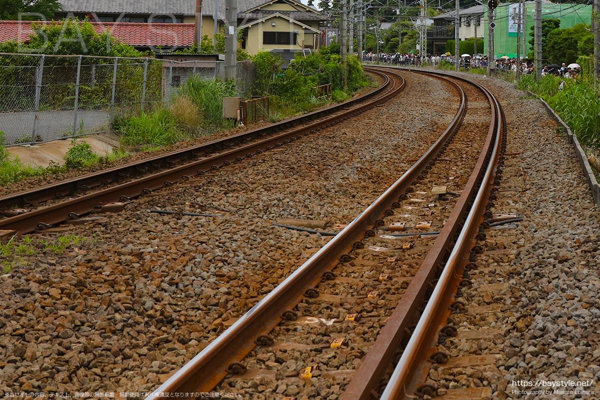 横須賀線沿線上のあじさい待ち行列