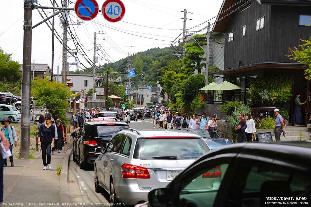 あじさいシーズンの鎌倉は、電車も車も人も大行列