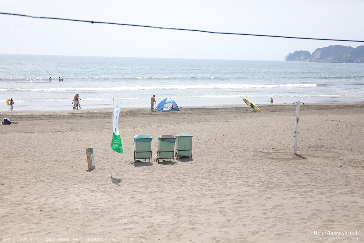 材木座海水浴場、タバコが吸えるビーチの喫煙所