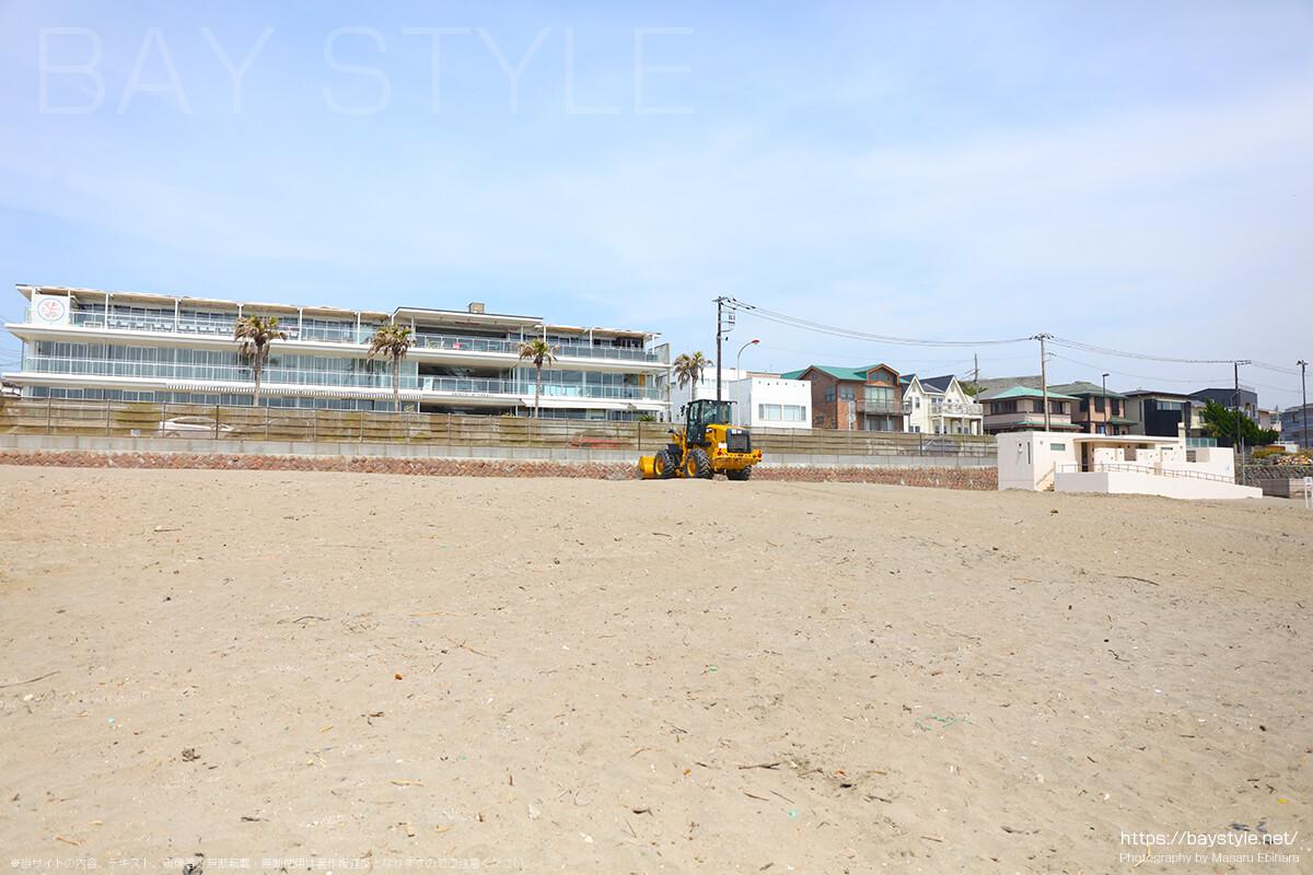 材木座テラスの目の前に広がるビーチの前にあるトイレ