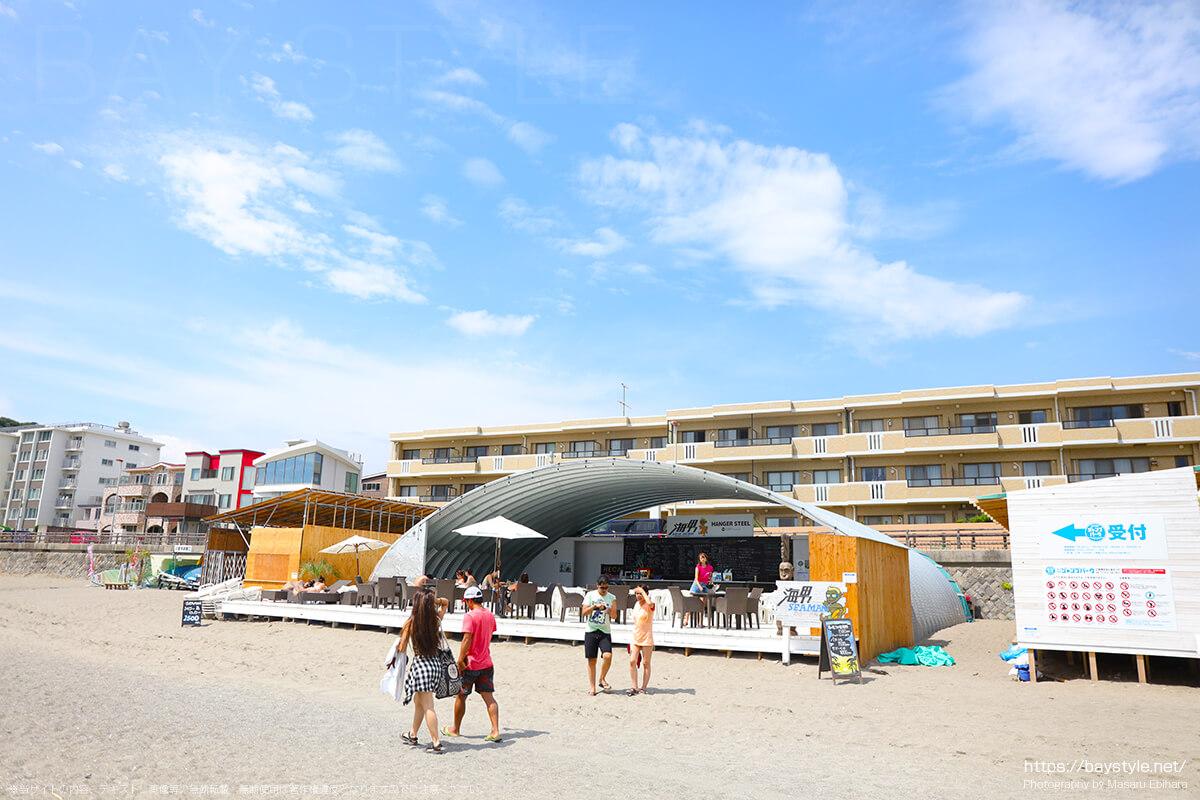大人から子供まで楽しめる逗子海岸ジャンプパーク受付