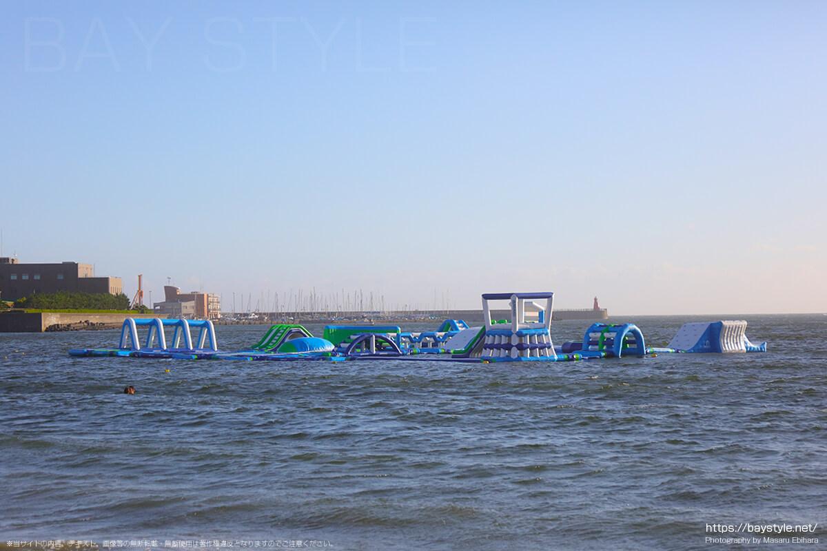 ウォーターパークは小学生以上が楽しめる逗子海岸海の家のテーマパーク