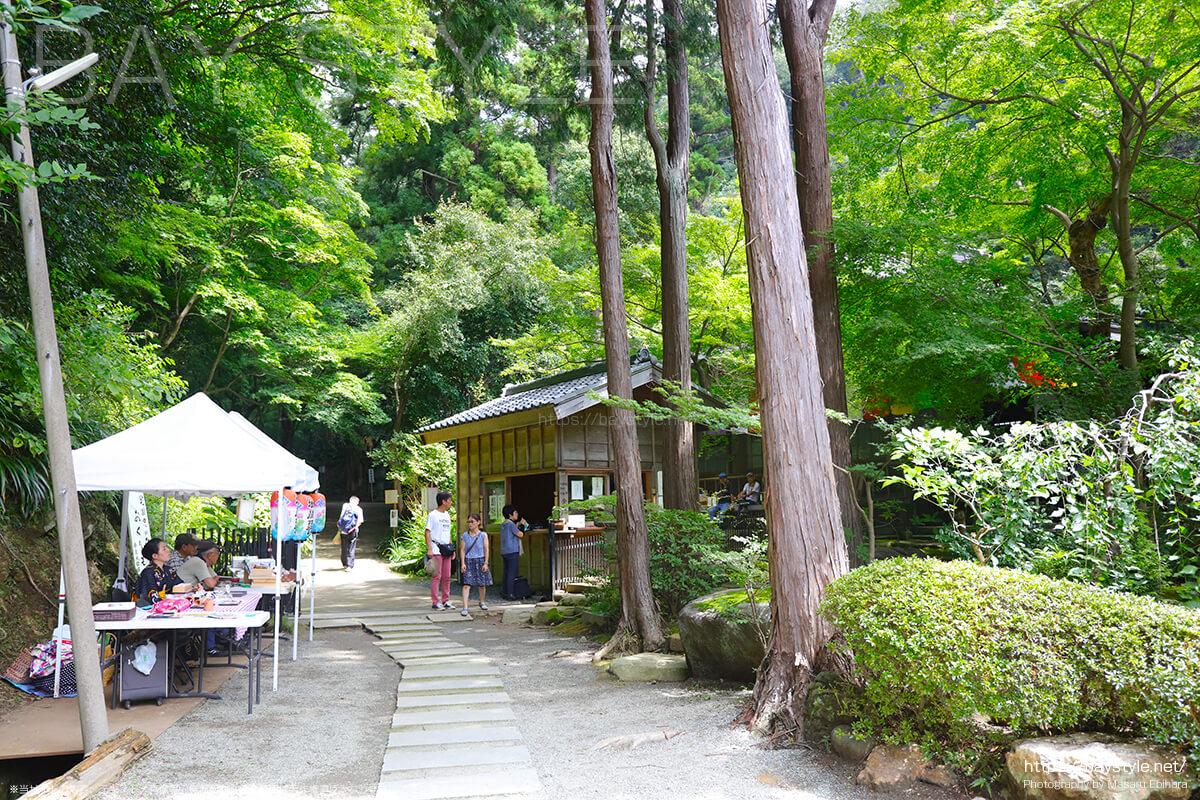 黒地蔵縁日が開催されている期間中の有料拝観エリアの入口