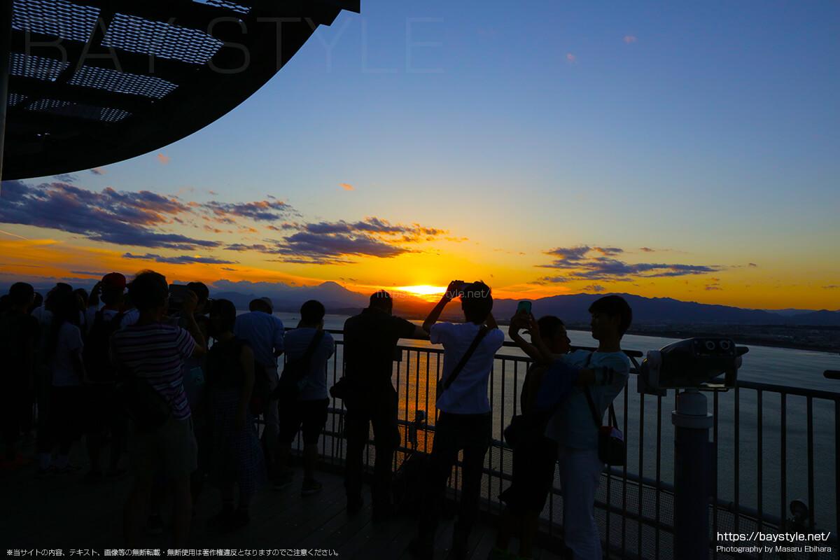 2018年8月17日 18時35分の江ノ島シーキャンドルからの夕暮れ