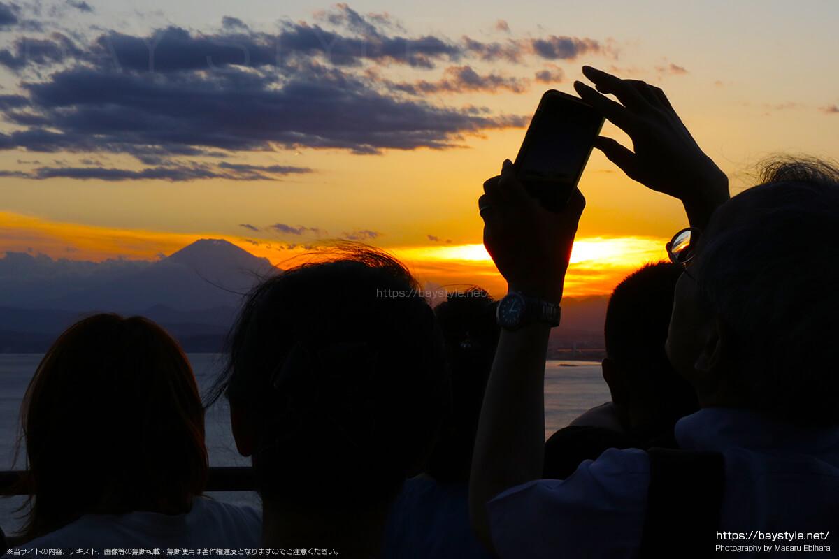 2018年8月17日 18時36分の江ノ島シーキャンドルからの夕暮れ