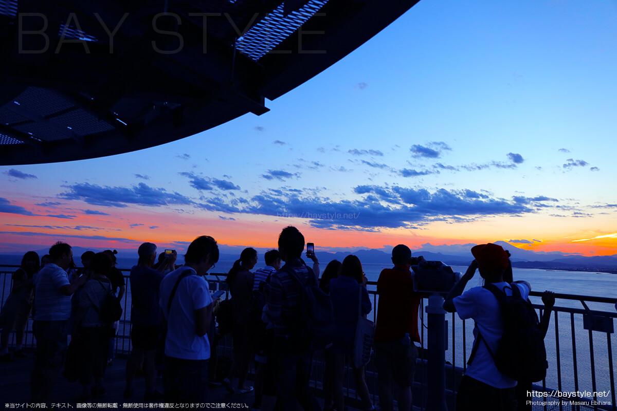 2018年8月17日 18時52分の江ノ島シーキャンドルからの夕暮れ