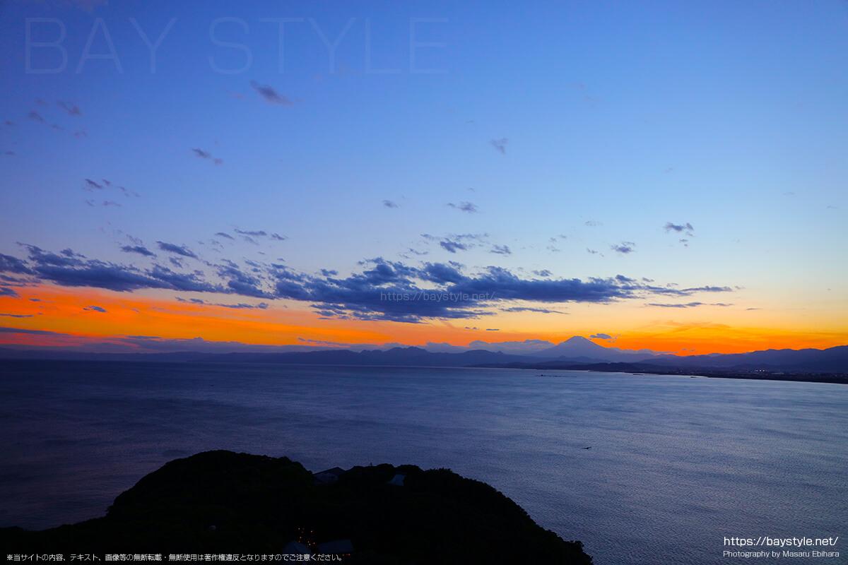2018年8月17日 18時55分の江ノ島シーキャンドルからの夕暮れ