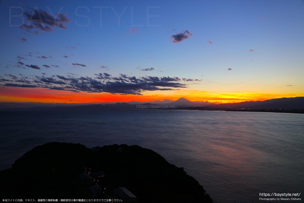 2018年8月17日 19時06分の江ノ島シーキャンドルからの夕暮れ