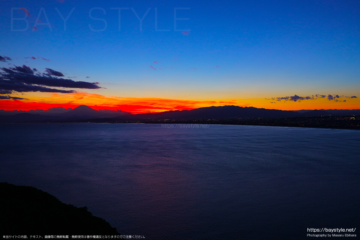 2018年8月17日 19時10分の江ノ島シーキャンドルからの夕暮れ