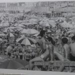 昭和40年8月1日に撮影された材木座海岸の様子