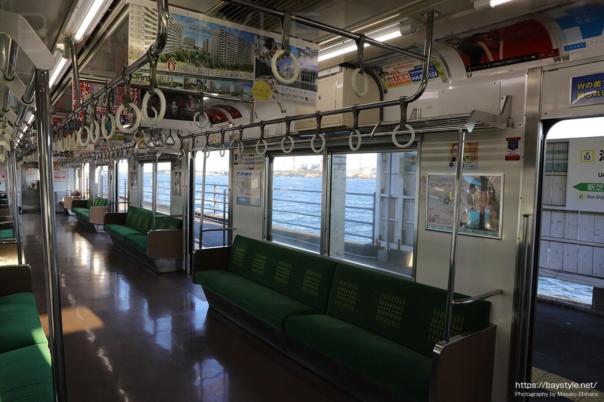 海芝浦駅で撮影した鶴見線の車内