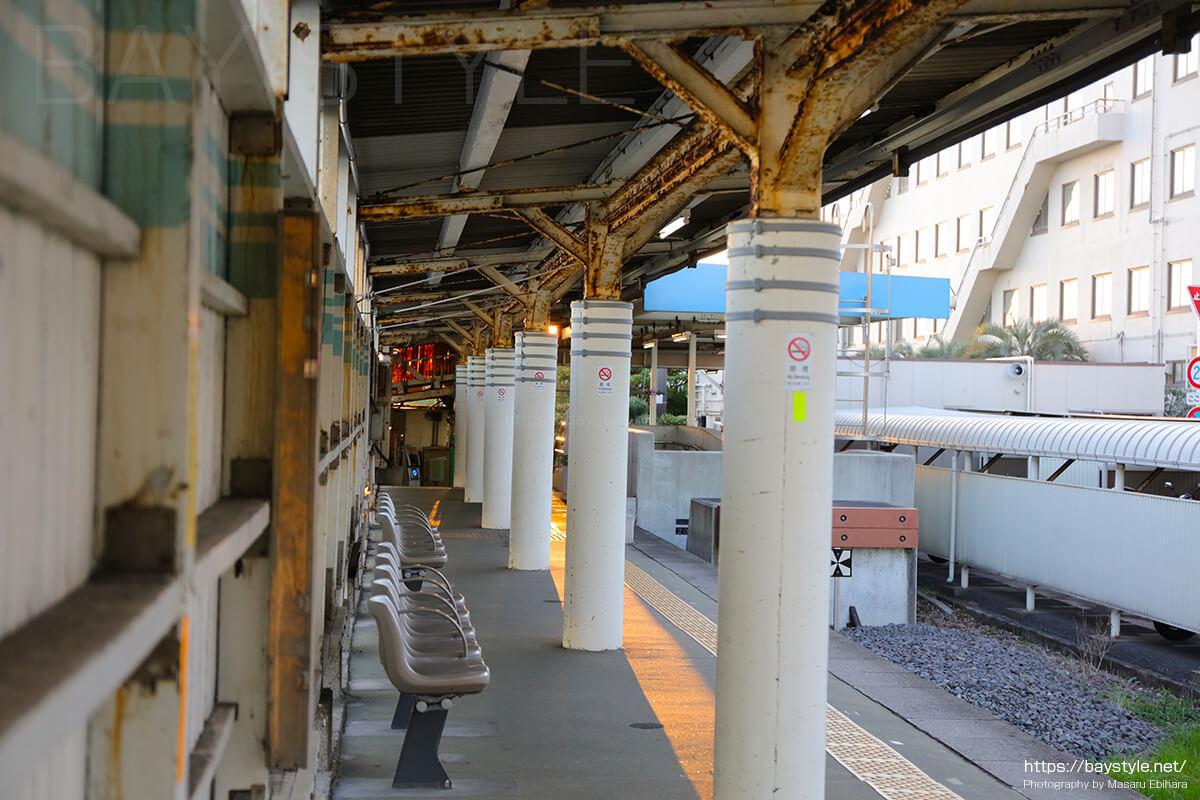 海芝浦駅のベンチシート