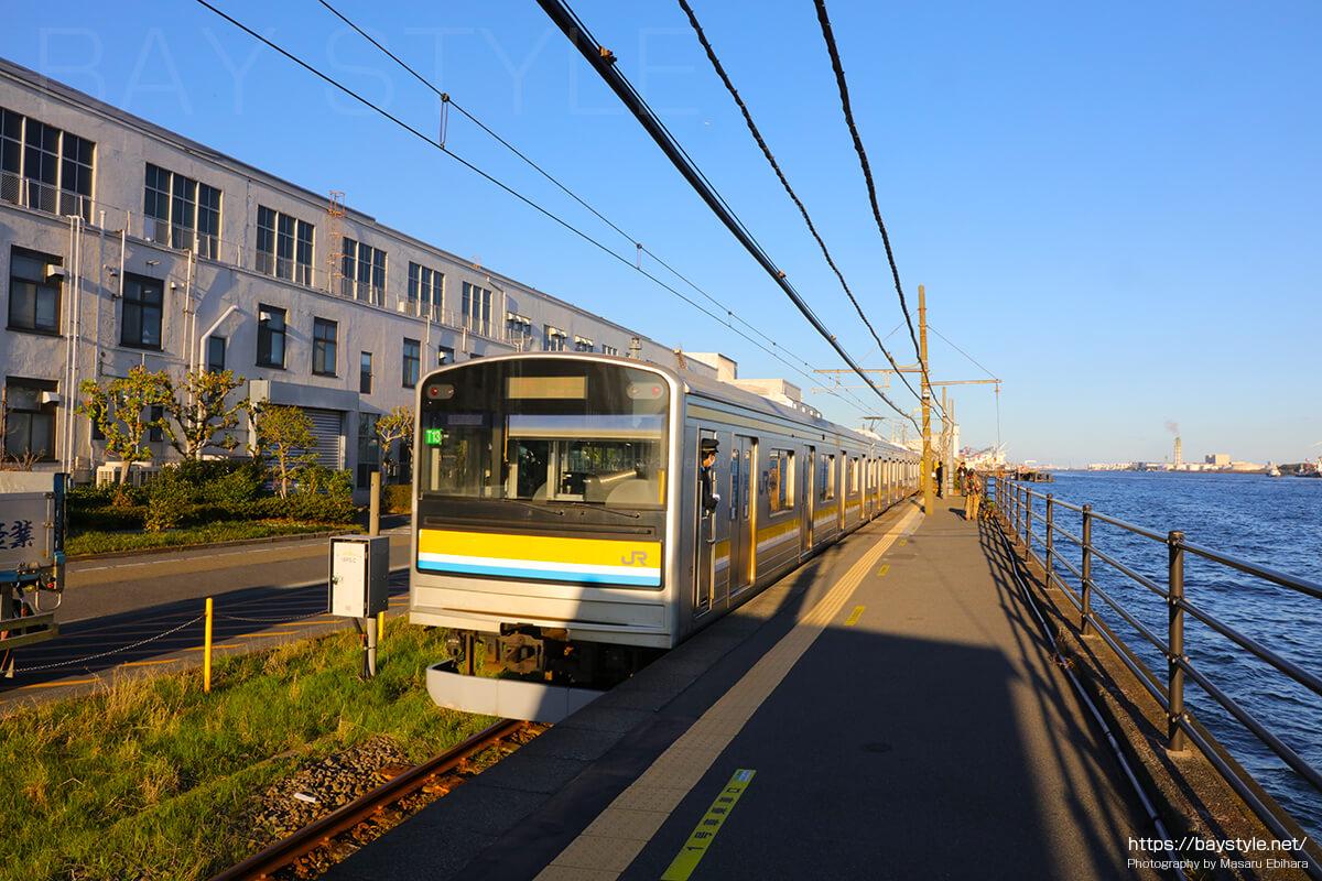 海芝浦駅から鶴見駅方面へと出発