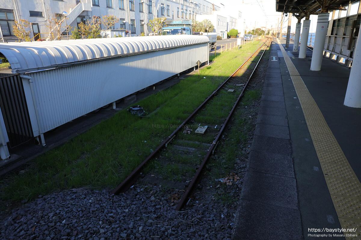 海芝浦駅のホームは単線