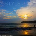 逗子海岸の夕暮れの夕日