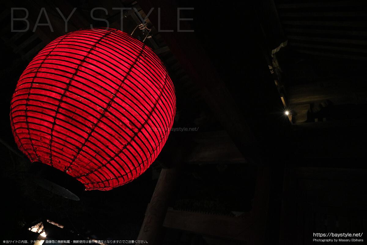 長谷寺の山門にある赤い提灯
