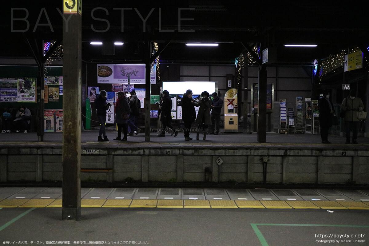 長谷駅、元日深夜の混雑状況