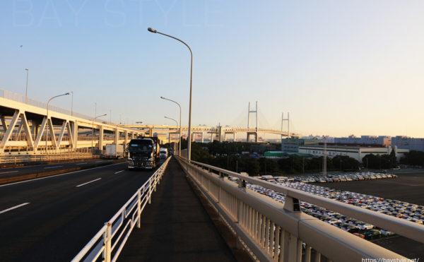 県道6号からみた横浜ベイブリッジ