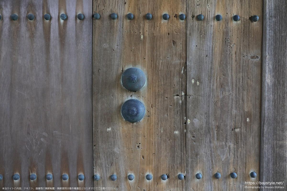 安国論寺の山門