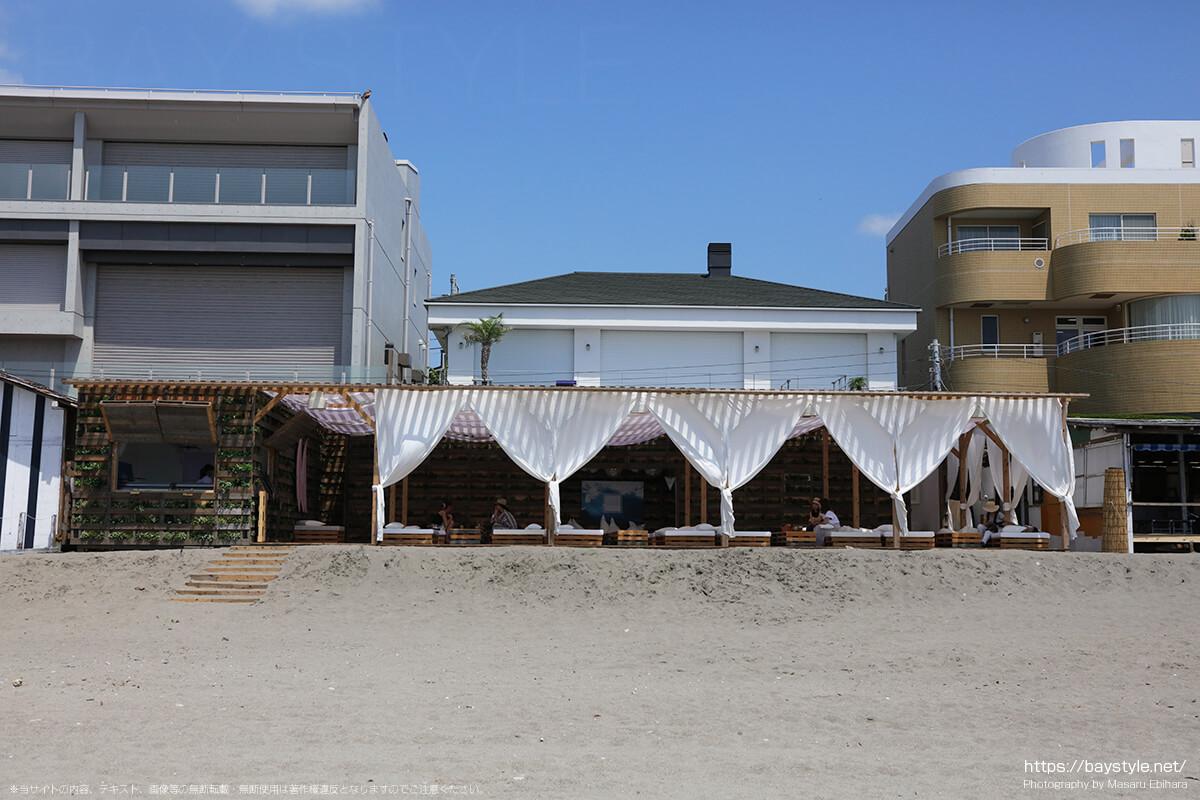 UNDER THE PALMO(アンダーザパルモ)、葉山森戸海岸海水浴場の海の家