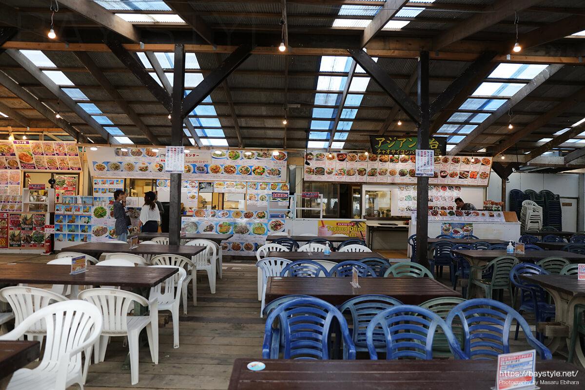 ハニーチーズナンの王道のカレー(タイ村内)、鎌倉由比ヶ浜海の家