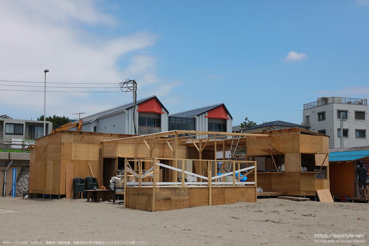 TIARE「建設中(2019年7月10日時点)」、逗子海水浴場の海の家