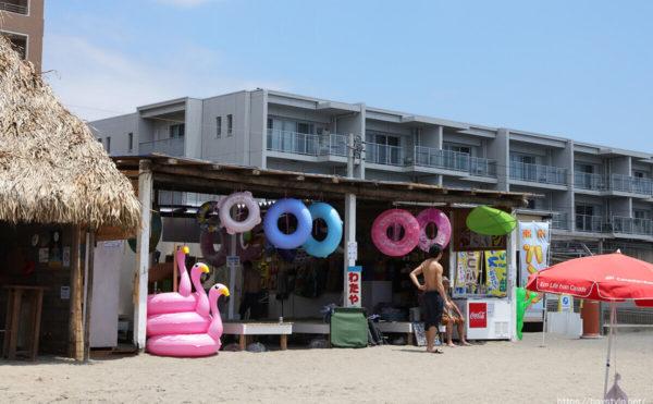 わたや、逗子海水浴場の海の家
