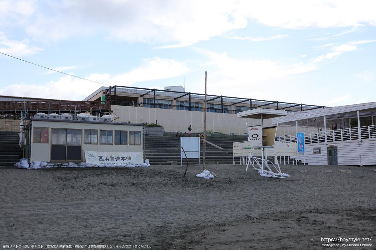 西浜警備本部、喫煙所、公衆トイレ(片瀬西浜海水浴場の海の家:2021年7月21日撮影)
