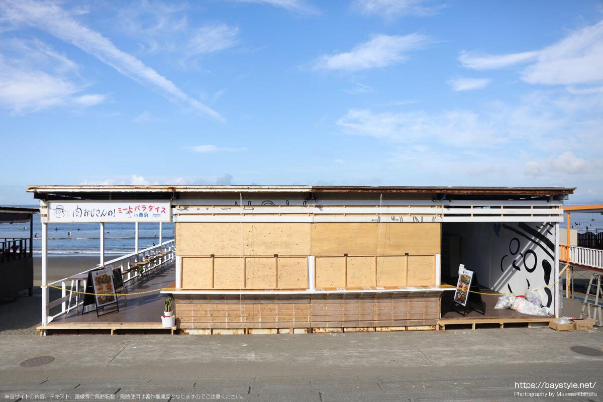 肉おじさんの!ミートパラダイス(片瀬西浜海水浴場の海の家:2021年7月21日撮影)