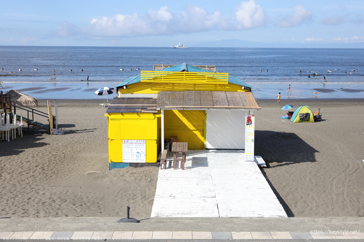 食堂、シャインウェーブ(鵠沼海岸の海の家:2021年7月21日撮影)