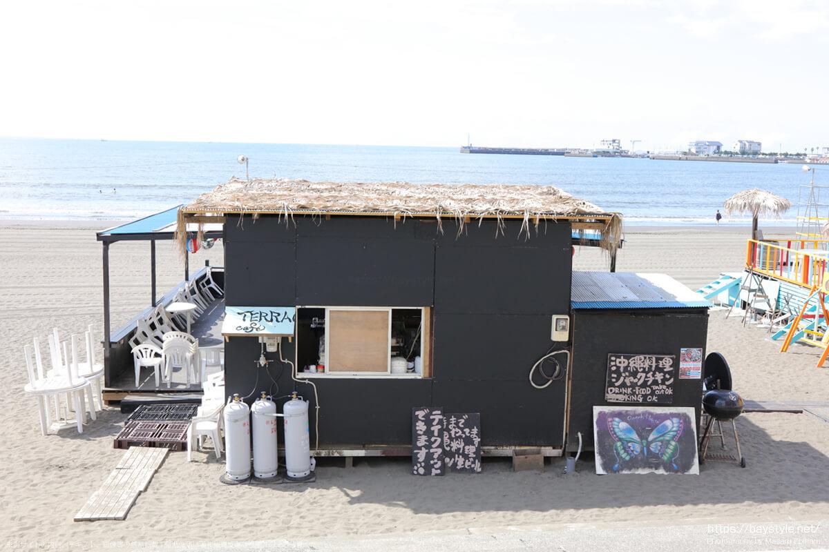 ビーチカフェ(片瀬東浜海水浴場の海の家:2021年7月21日撮影)