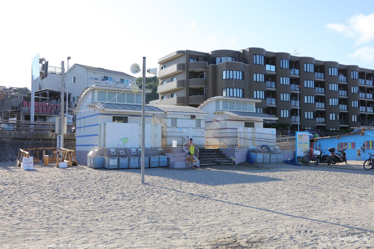 公衆トイレ(逗子海岸の海の家:2021年7月22日撮影)